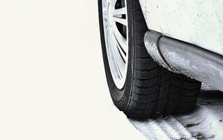 Imagen de coche en la nieve