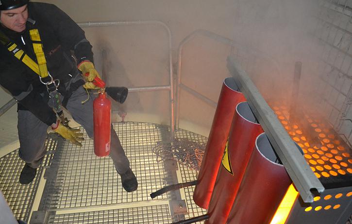 Simulador de incendio en plataforma intermedia del tubo de aerogenerador